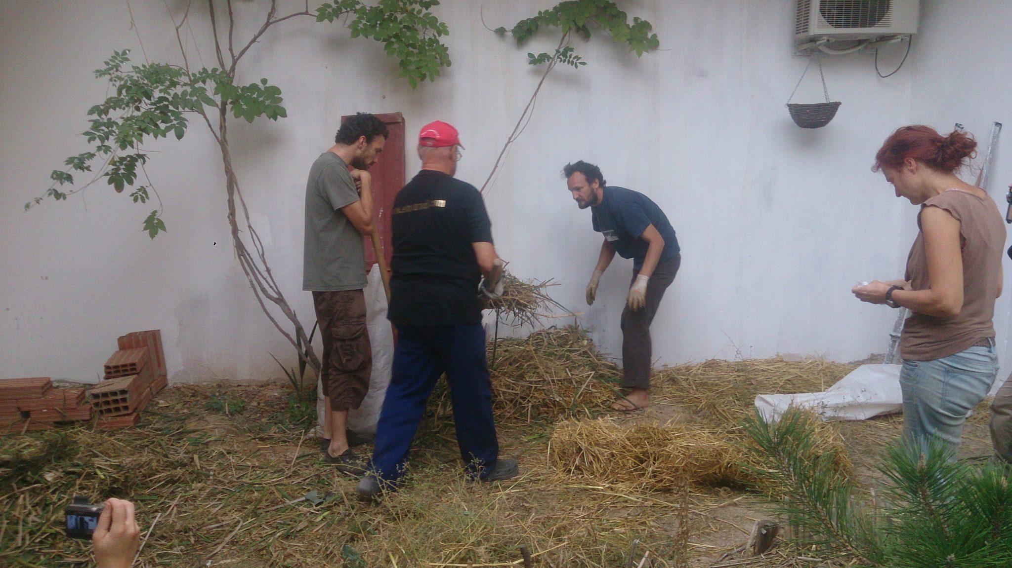 Tas de compost activité pratique permaculture Tunisie